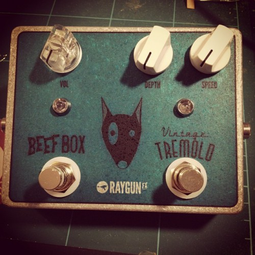 Custom_Tremolo__Beef_Box_Fuzz_complete___www.fuzzboxes.co.uk_January_06__2014_at_0615PM