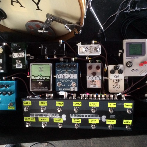 Spot the Super Fuzz Boy on James Bay's pedal board!